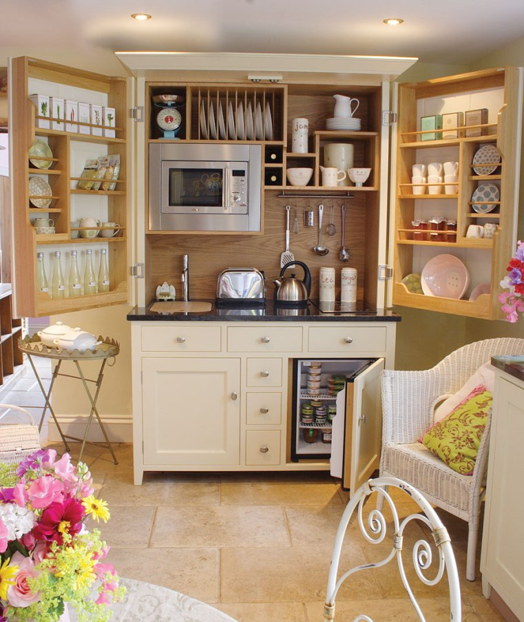 Bespoke kitchenette (photo via www.culshawbell.co.uk)